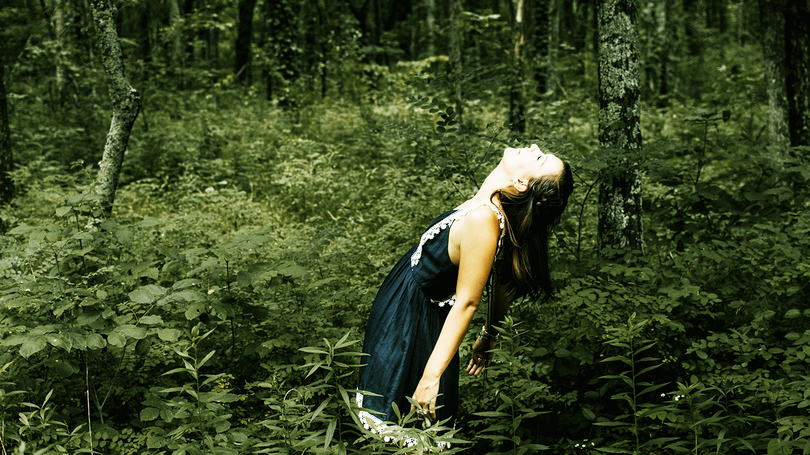 copyright-danielle-dolson-woman-forest-enjoy
